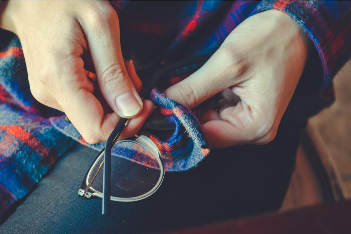 """¿Cómo hacer un limpiador de lentes casero"""""""
