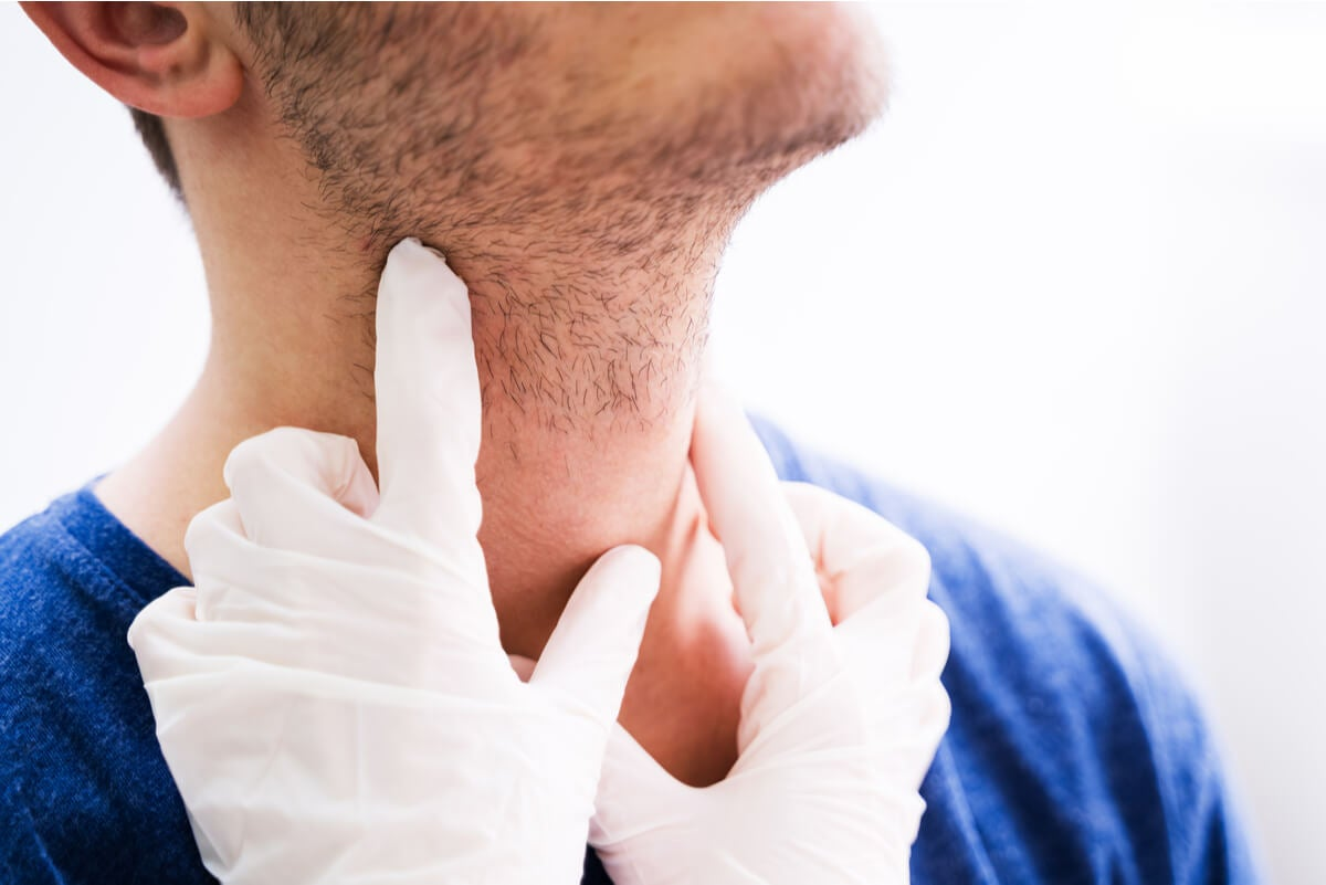 Revisación médica por posible infección de las glándulas salivales.