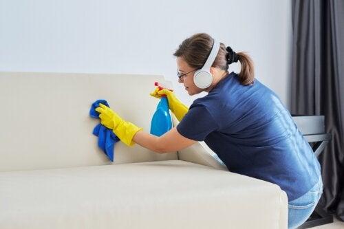 8 trucos caseros para limpiar cuero blanco