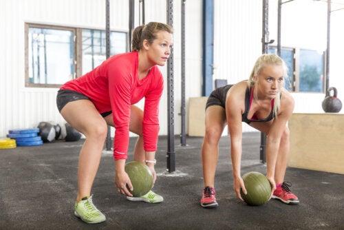 5 ejercicios con slam ball para fortalecer y ganar resistencia muscular