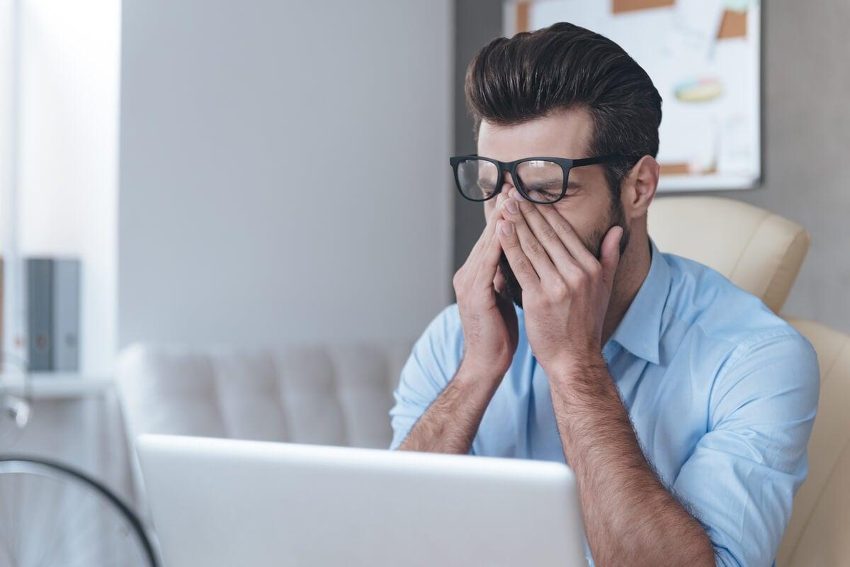 ¿Por qué se produce el dolor en los ojos y cuándo ver a un médico?