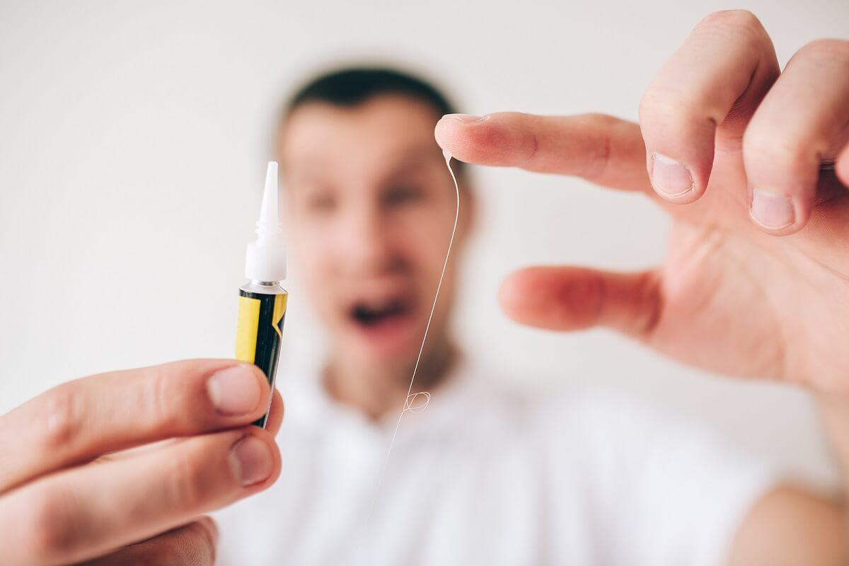 ¿Cómo quitar Super Glue de la piel?