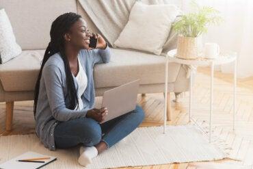 Sentarse en el suelo: beneficios y precauciones