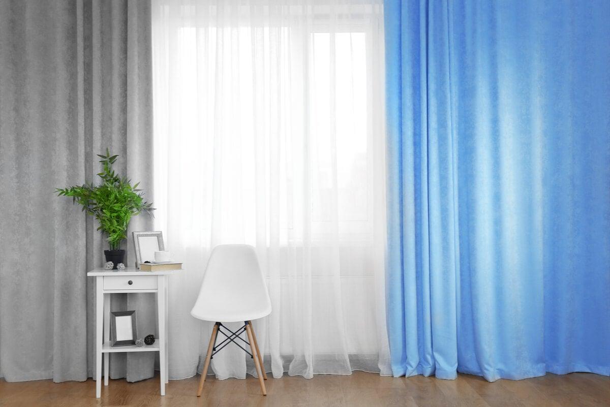 Elegir las cortinas adecuadas para que lleguen al piso.
