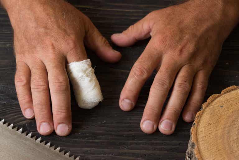 Primeros auxilios en caso de amputación accidental de un dedo
