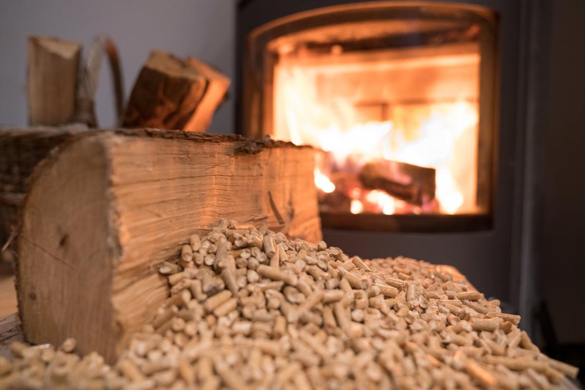 Estufa de pellets en una casa.