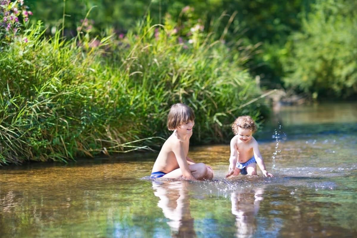 Niños nadan en la laguna y se contagian prurito de nadador.