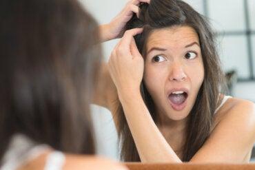 4 razones por las que podrían salirte canas estando joven
