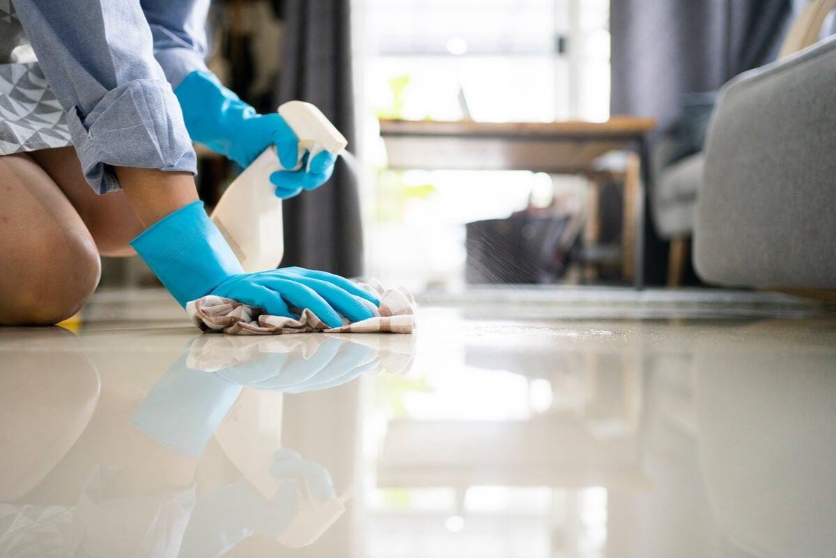 Limpiar el piso es lo último en el método 20/10.