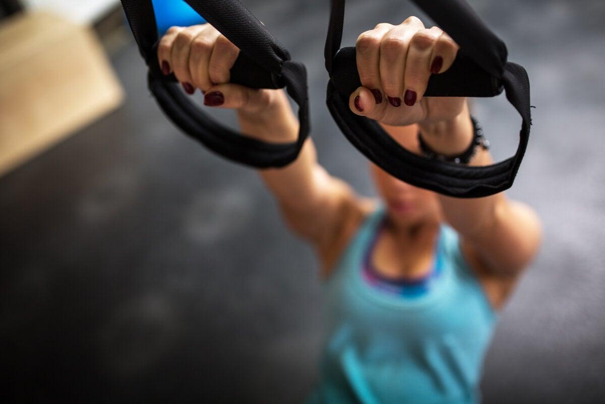 Entrenamiento en suspensión o TRX: beneficios y ejercicios para practicar
