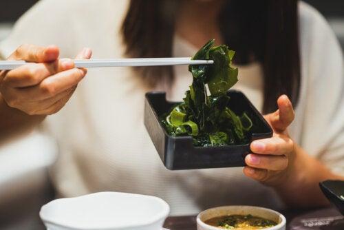 ¿Cuándo es riesgoso el consumo de algas?