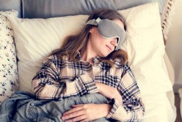 ¿Cuáles son los beneficios de utilizar un antifaz para dormir?