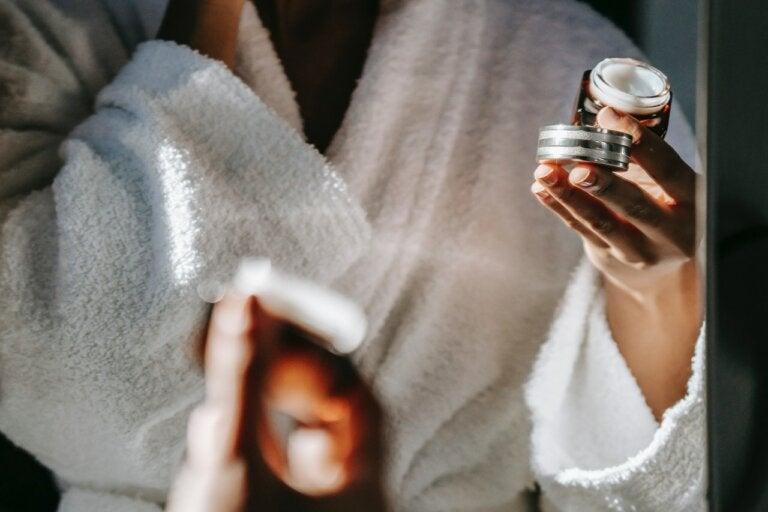 ¿Qué son los péptidos y cómo benefician a la piel?