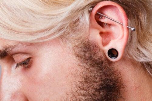 ¿Qué es el piercing industrial y cómo se debe cuidar?