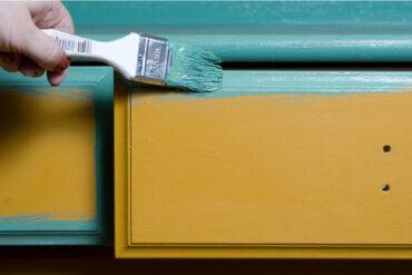 Pintar muebles de madera: cómo hacerlo y algunos consejos