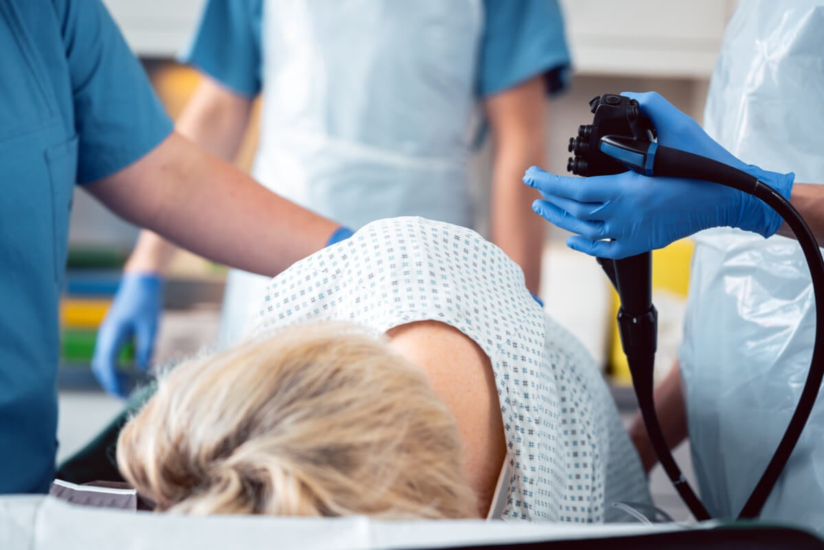 Hämorrhoidektomie bei einer Frau.