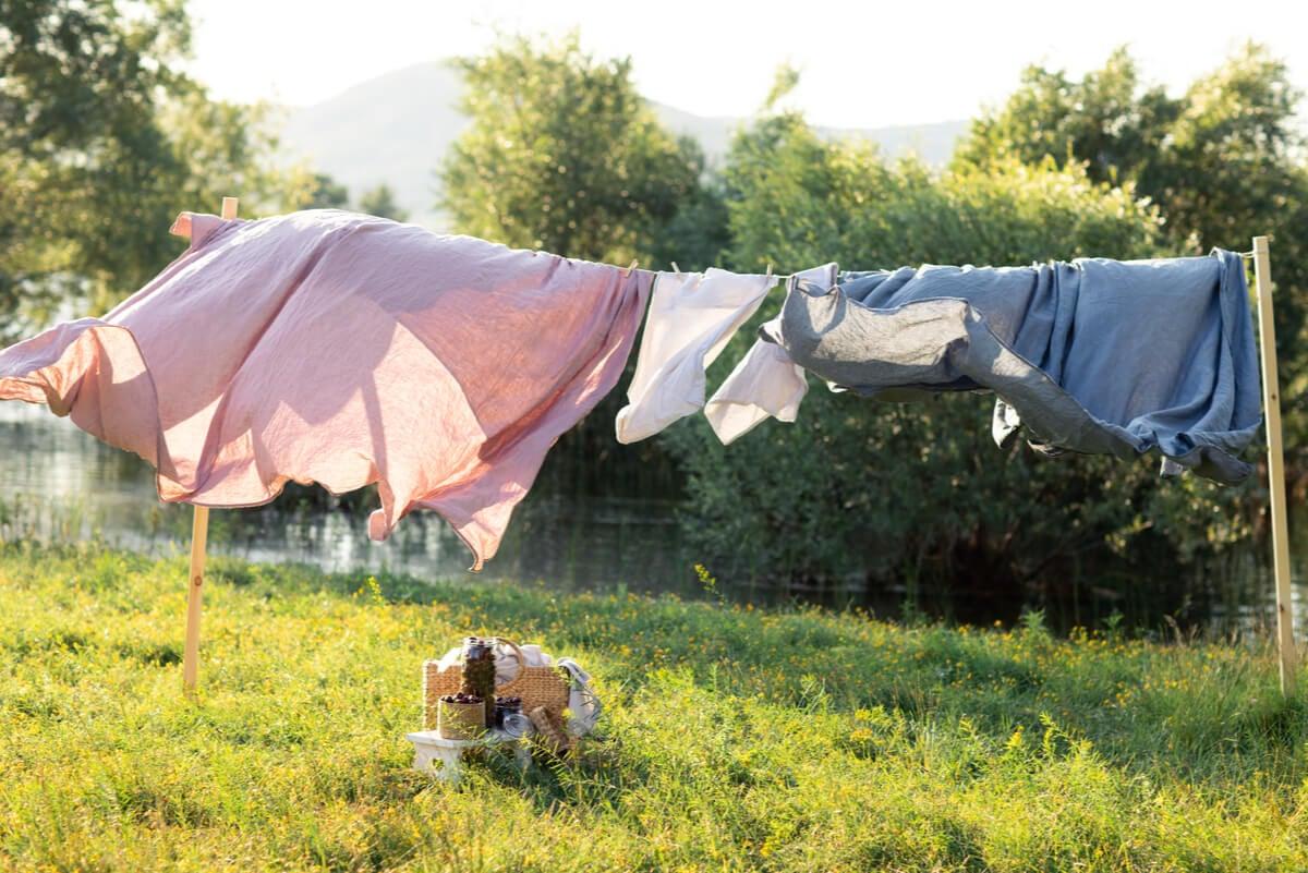 Sol para secar y lavar la ropa de cama.