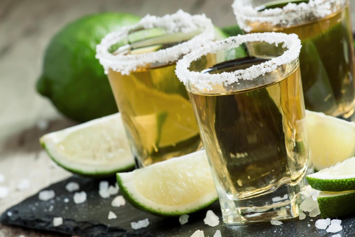 Vasos de tequila diferentes al mezcal.
