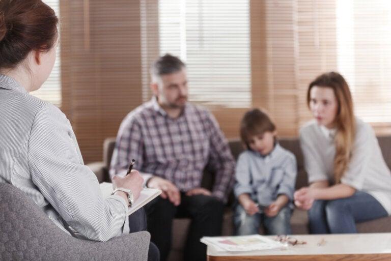 ¿Cuándo es necesario acudir a terapia familiar?