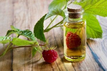 Aceite de semilla de frambuesa: beneficios, usos y contraindicaciones