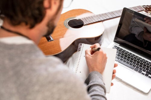 Cómo aliviar y prevenir el dolor de dedos cuándo eres aprendiz de guitarra