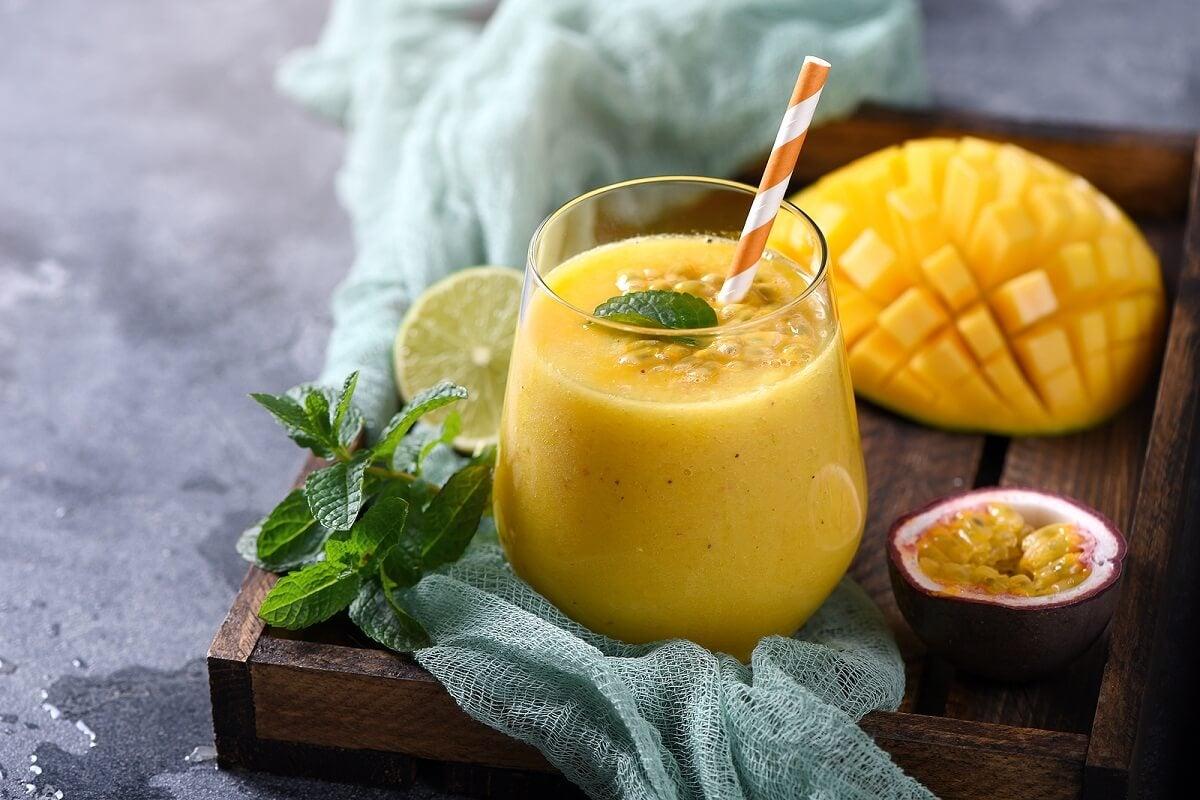 Batido de papaya, piña y mango