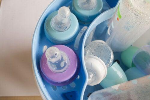 ¿Es necesario esterilizar los teteros del bebé?