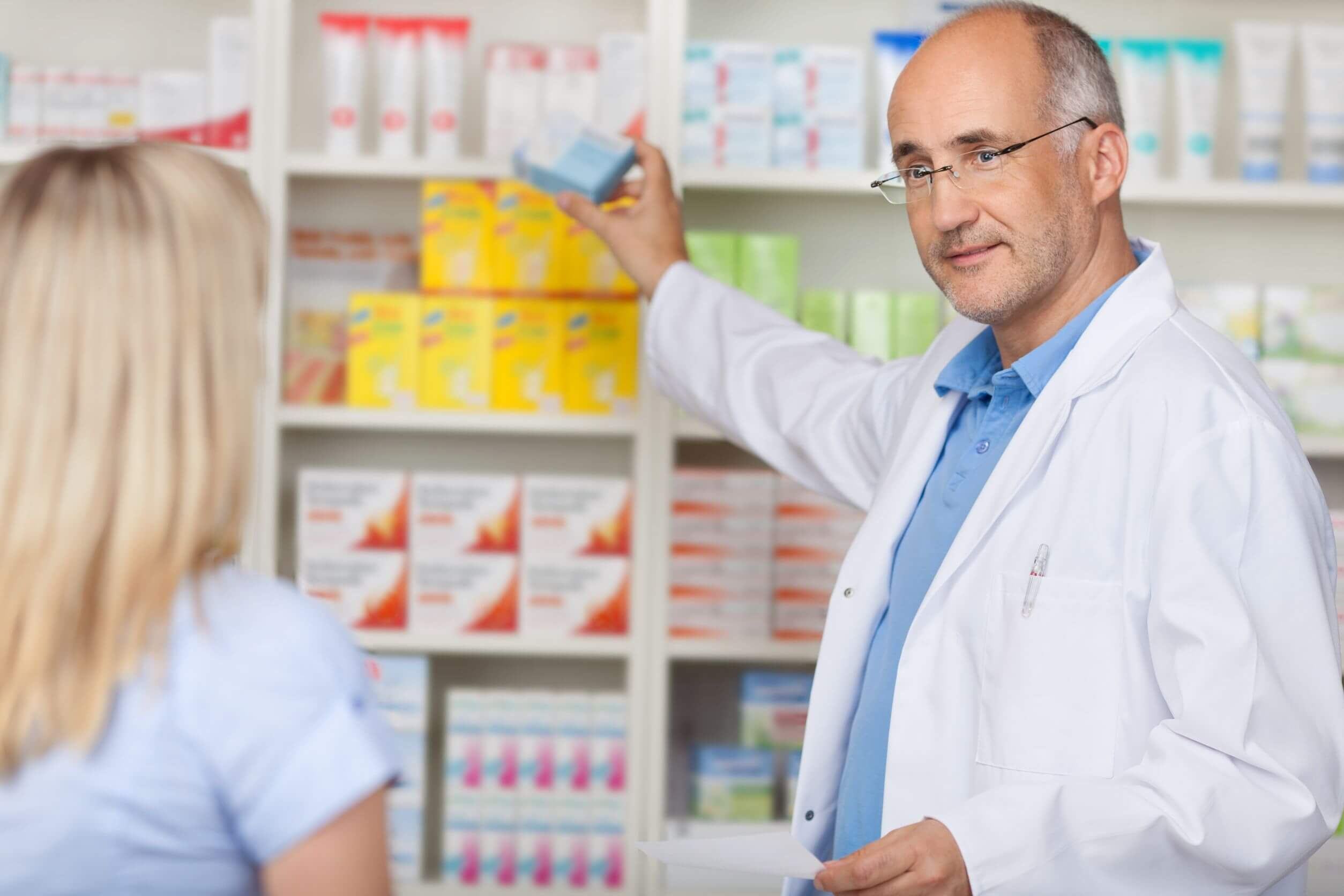 La fenazopiridina es de venta libre.