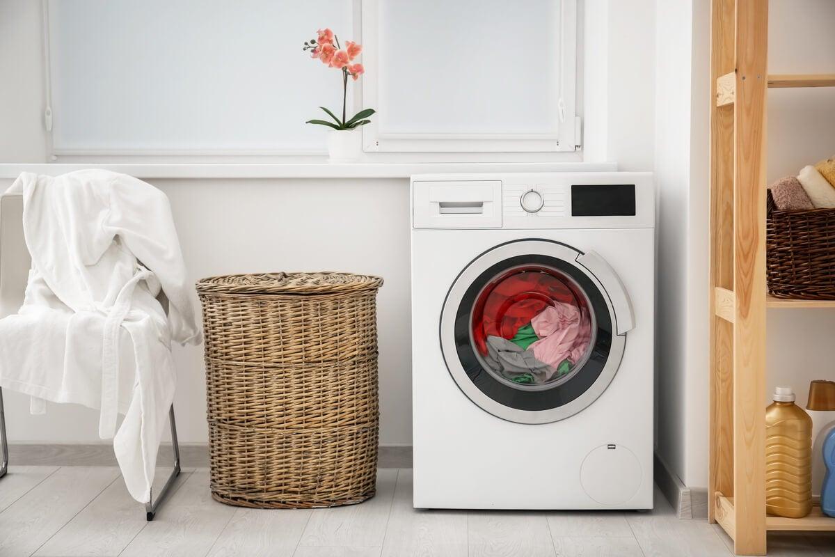 Lavar las toallas en lavarropas.