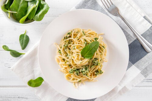 Receta de espaguetis con espinacas y queso