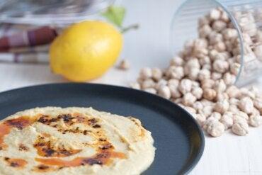 Cómo hacer crema de garbanzos y limón para untar