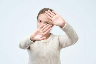 Hafefobia: ¿cómo superar la fobia a ser tocado?