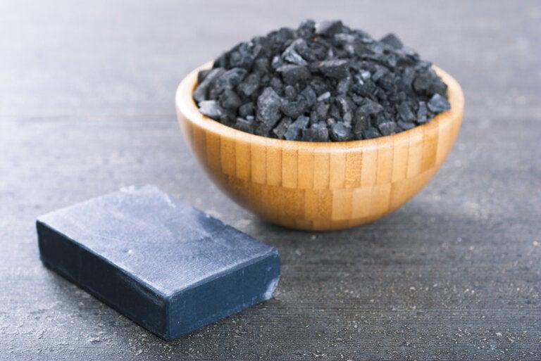 2 métodos para hacer tu propio jabón de carbón activado