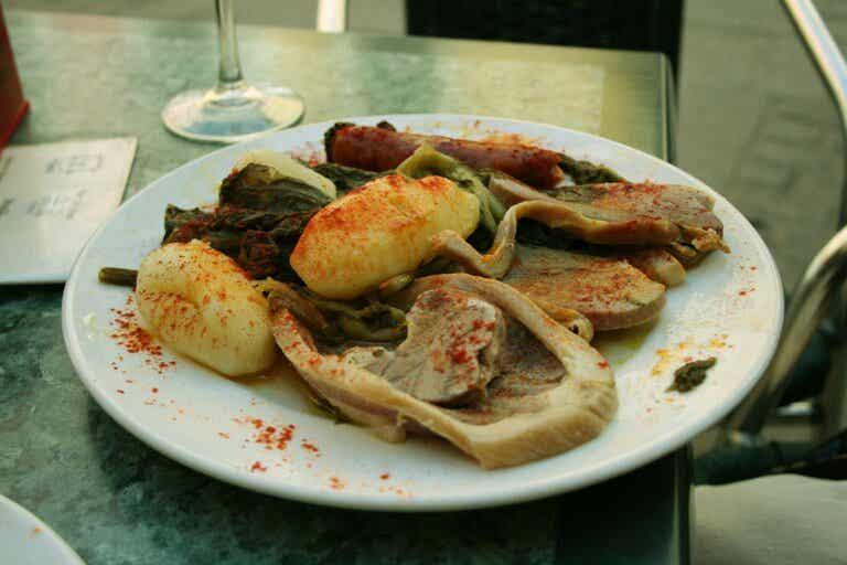 Lacón con grelos, receta tradicional gallega