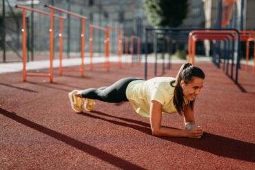 Planchas isométricas: beneficios y cómo realizarlas