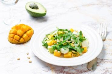 3 formas de preparar ensalada de mango y aguacate