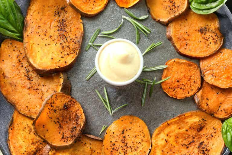 Chips de boniato picantes: una receta que te encantará