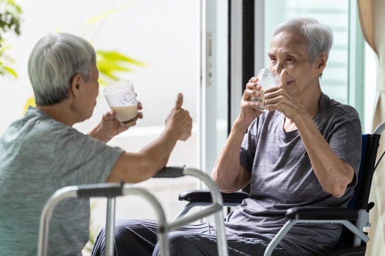 Batidos de proteína ayudan a recuperar masa muscular en ancianos, según estudio