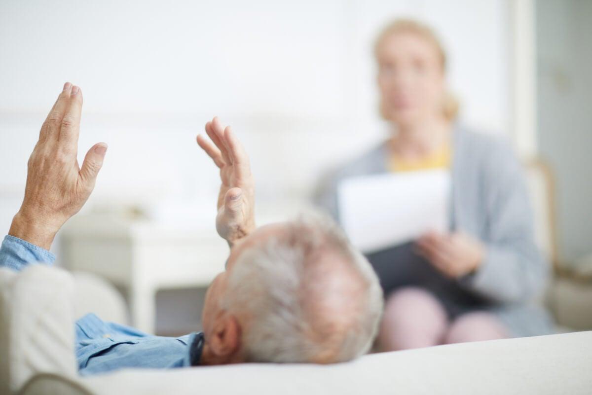 Ayuda profesional para la separación en adultos mayores.