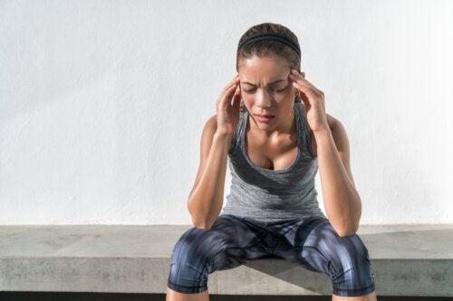 La razón del dolor de cabeza después de hacer ejercicio