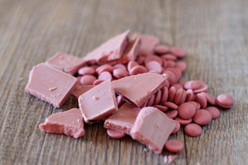 ¿Qué es el chocolate rosa y de dónde viene?