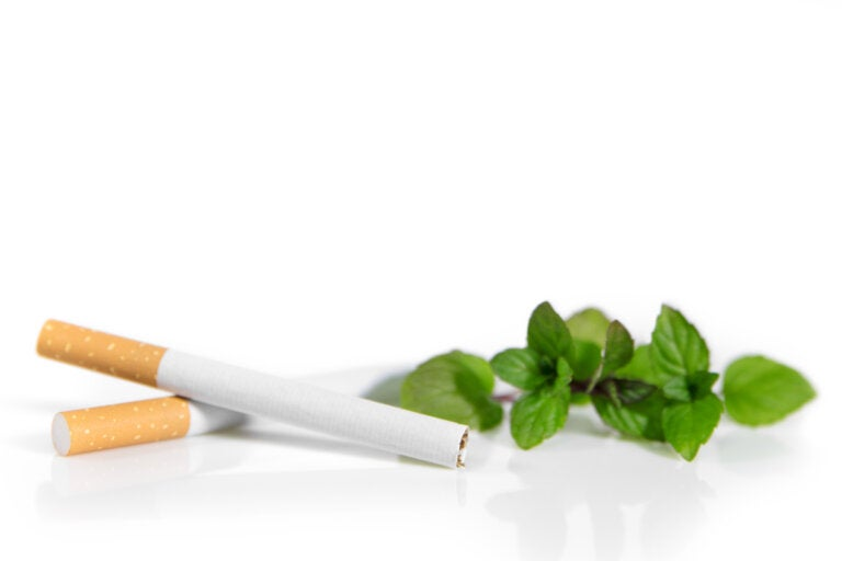 Cigarrillos con mentol serían más dañinos que los normales, dicen los estudios
