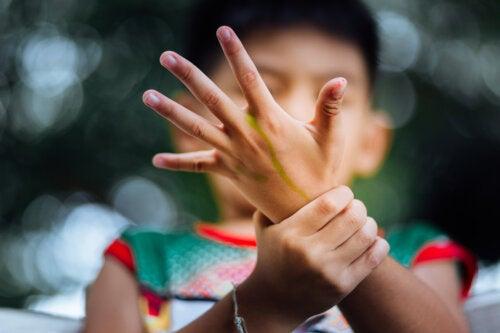 Artritis idiopática juvenil: síntomas, causas y tratamientos