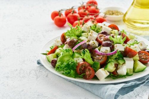Ensalada de lechuga con frutas: receta sencilla y sana