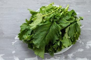 Hojas de nabo: nutrición, beneficios y usos en la cocina