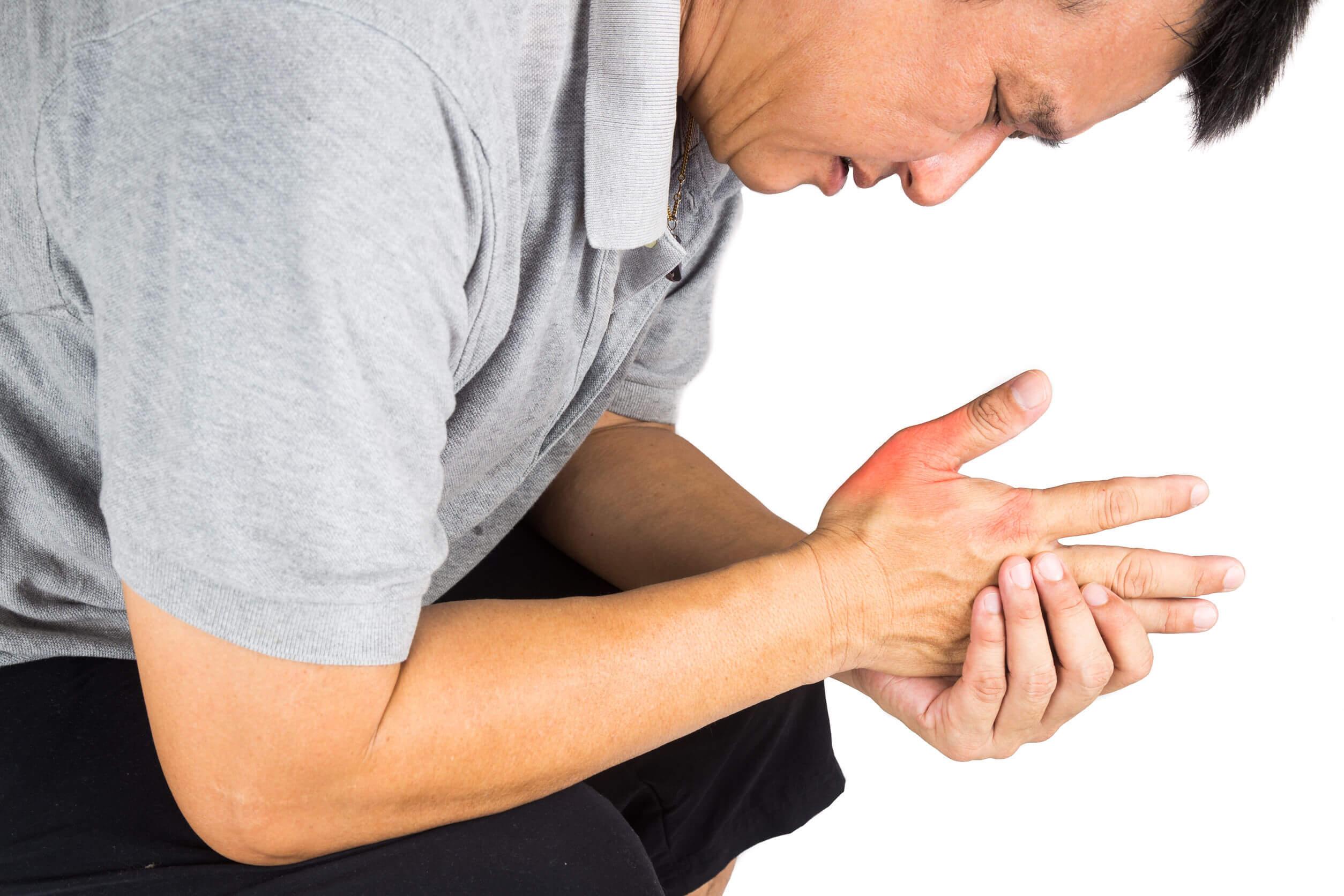La artritis infecciosa ocasiona dolor.