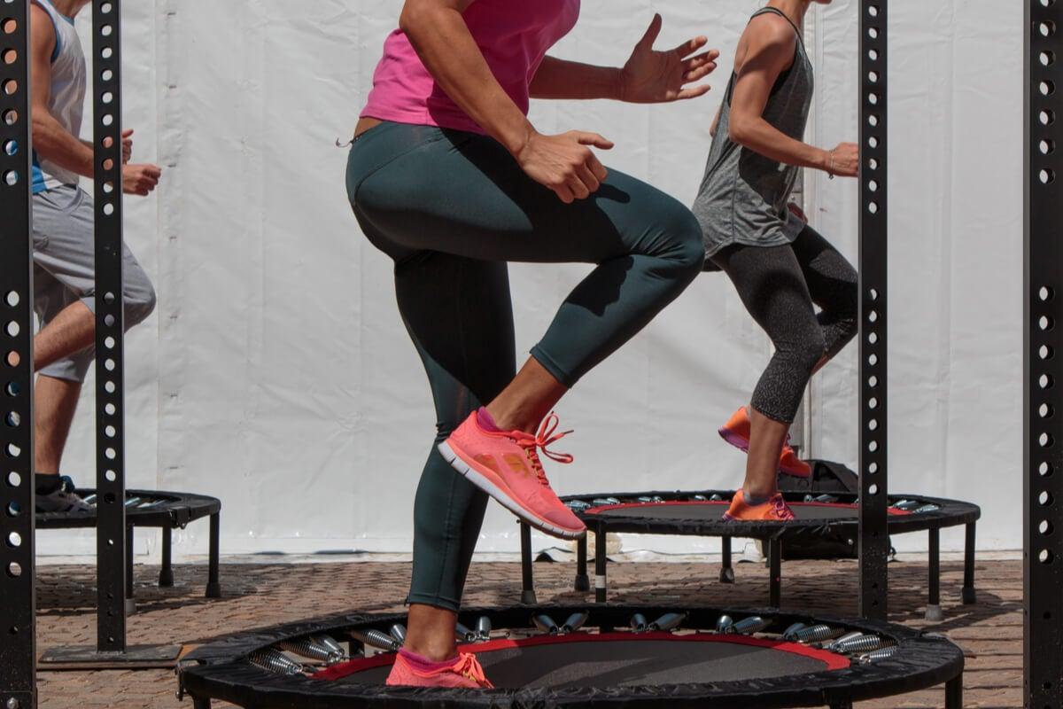 Rutina de jumping fitness.