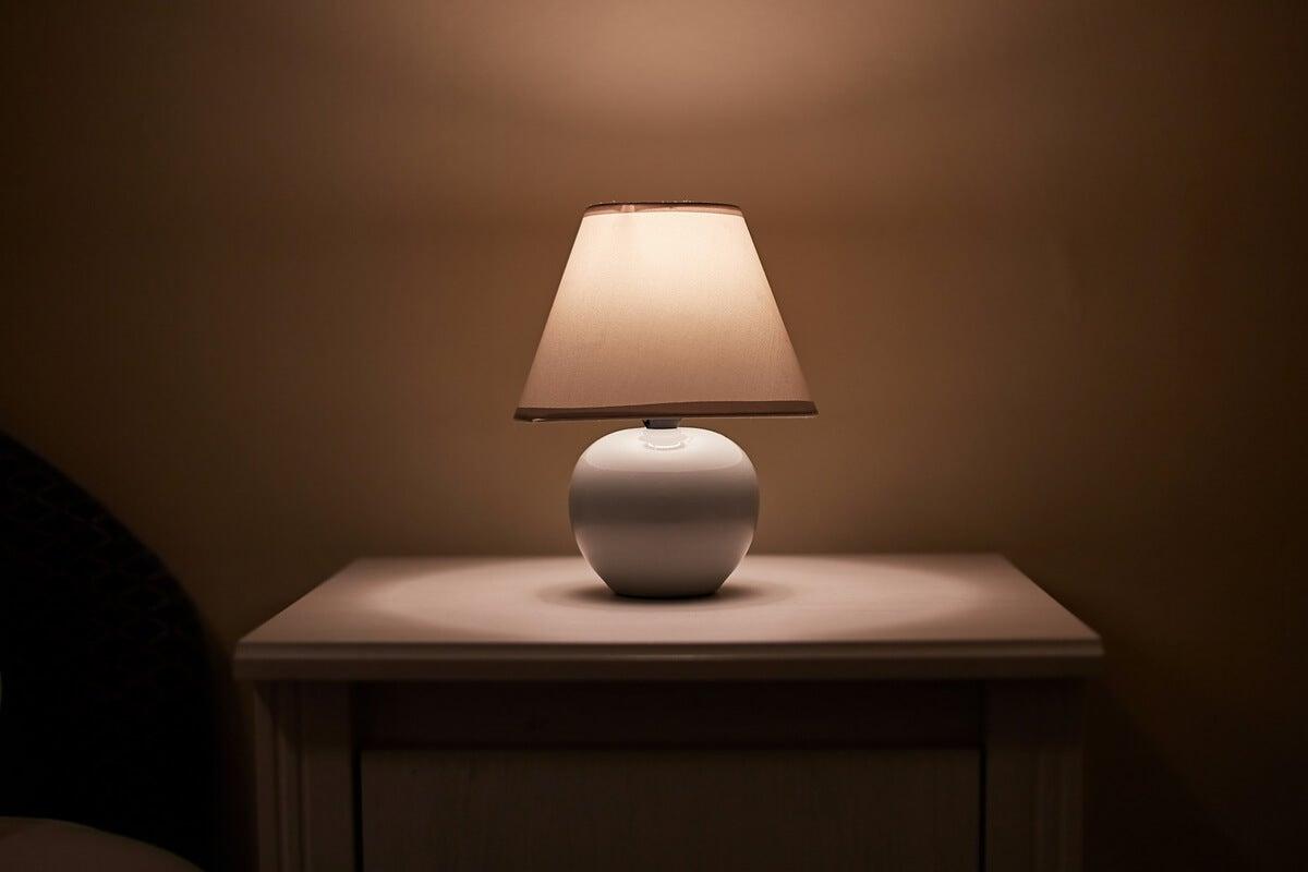 Lámpara de mesa de escritorio.