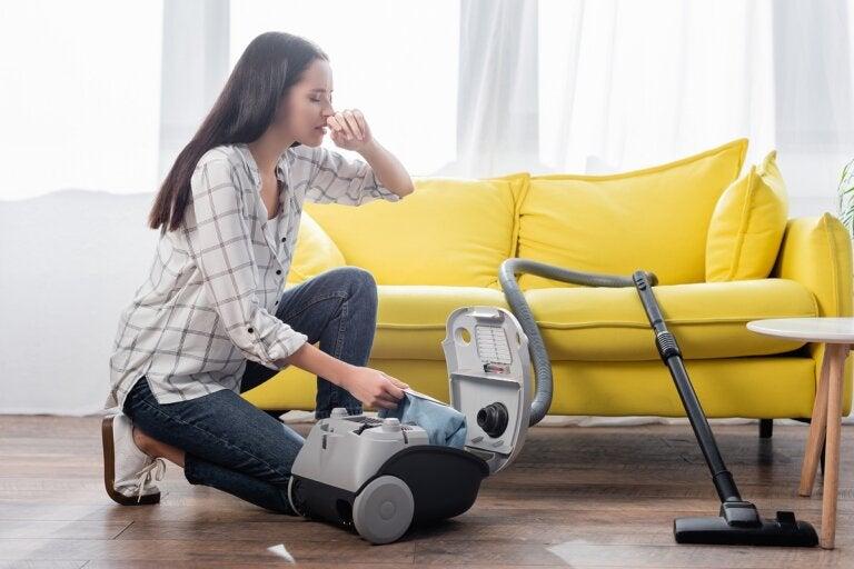 7 errores que debes evitar al limpiar si eres alérgico al polvo