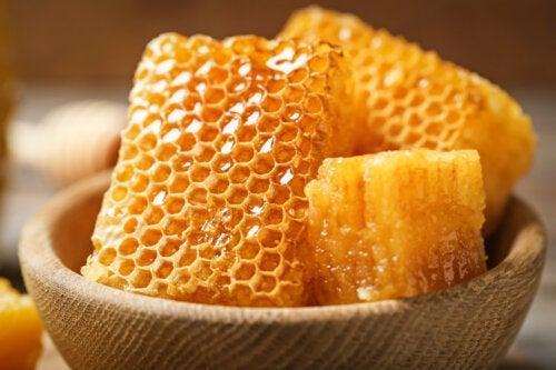 ¿Puedo comer el panal de abeja?